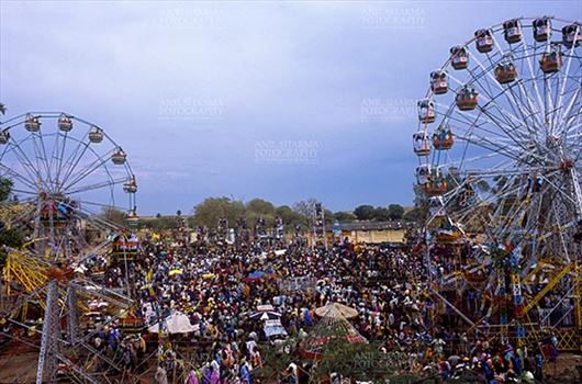 Pushkar, Rajasthan, India- May 23, 2008: Ferris wheel and Large number of tourists at Pushkar fair, Rajasthan, India.