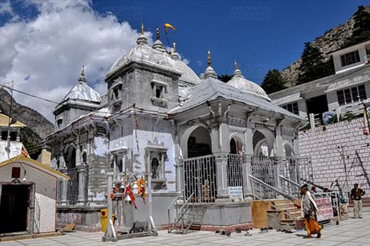 Travel- Gangotri (Uttarakhand) - Gangotri  in Uttarkhand, holds great importance amongst Hindus According to myths and legends this was the place where Lord Shiva received Ganga in his matted locks.