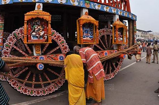 Devotee's praying to the idols assembled on the chariot for Jagannath Rath Yatra festival at Puri, Odisha, India.