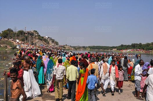 Baneshwar, Dungarpur, Rajasthan, India- February 14, 2011: Large number of devotees ready for the traditional ritual bath at the confluence of the rivers, Mahi and Som at Baneshwar, Dungarpur, Rajasthan, India