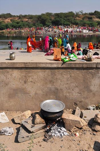 Baneshwar, Dungarpur, Rajasthan, India- February 14, 2011: Devotee's road side kitchen at Baneshwar, Dungarpur, Rajasthan, India.