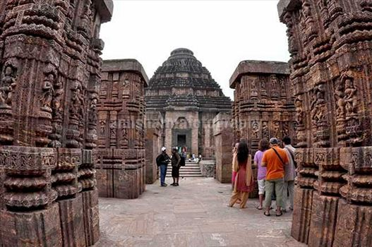 Tourists at ancient Konrk Sun Temple (a UNESCO world heritage site) near Bhubaneswar, Orissa, India.